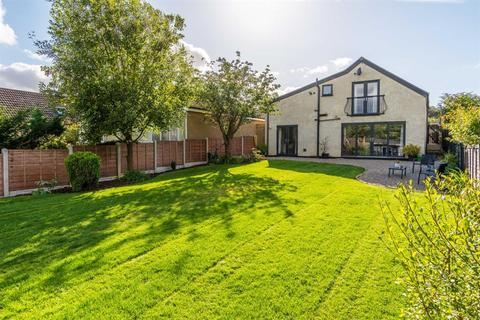 4 bedroom detached bungalow for sale - Arran Drive, Horsforth, LS18