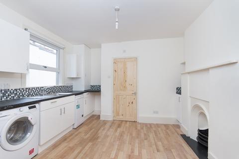 2 bedroom flat to rent - Crimsowrth Road, Nine Elms, London SW8