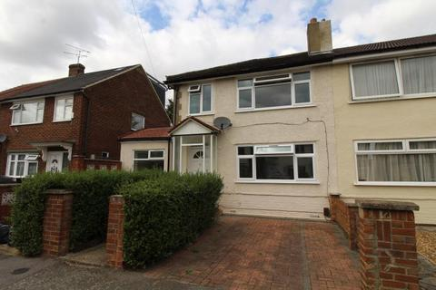 3 bedroom semi-detached house to rent - St Andrews Avenue, Hornchurch, Essex, RM12 5DT