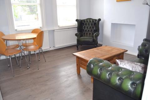 3 bedroom flat to rent - ELM GROVE, Kilburn, London NW2