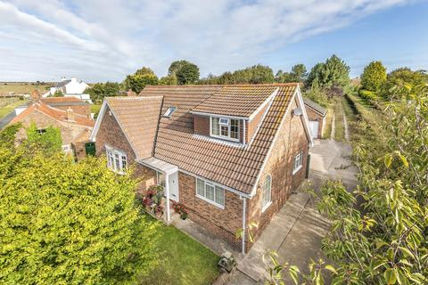 3 bedroom detached house for sale - Main Street, Buckton, Bridlington, YO15 1HU