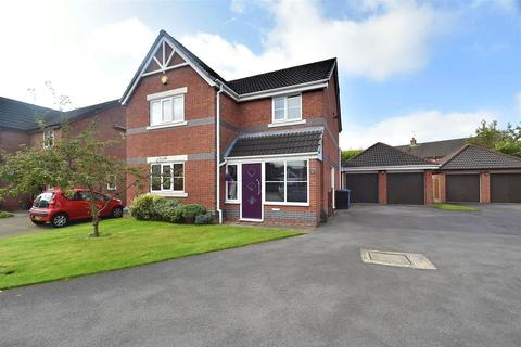 4 bedroom detached house for sale - Radley Close, Sale