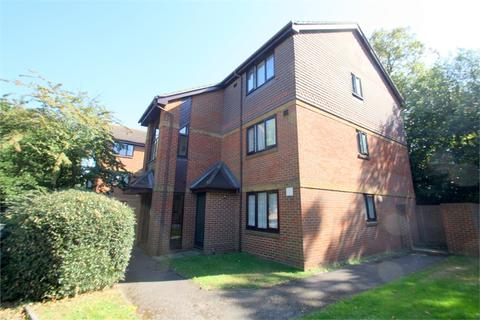 1 bedroom flat for sale - Dutch Barn Close, Stanwell, STAINES-UPON-THAMES, Surrey