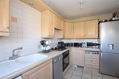 3 bedroom end of terrace house for sale - Watersmeet Close, Maidstone, Kent