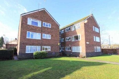 2 bedroom apartment to rent - Station Parade, Denham Green