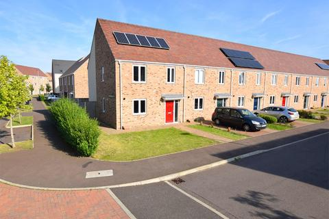 3 bedroom end of terrace house for sale - Sandpiper Way, King's Lynn