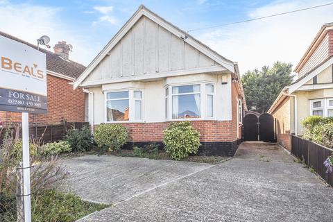2 bedroom detached bungalow for sale - Midanbury, Southampton