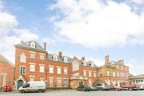 3 bedroom apartment to rent - Royal Sutton Place, King Edwards Square, Sutton Coldfield, West Midlands, B73
