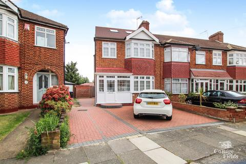 4 bedroom end of terrace house for sale - Lynmouth Avenue, Bush Hill Park, Enfield, EN1 - Renovated Throughout - Master Bedroom with En-suite and Juliet Balcony