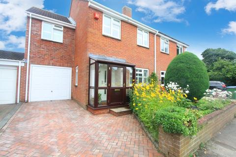 4 bedroom semi-detached house for sale - Caversham Close, Sholing