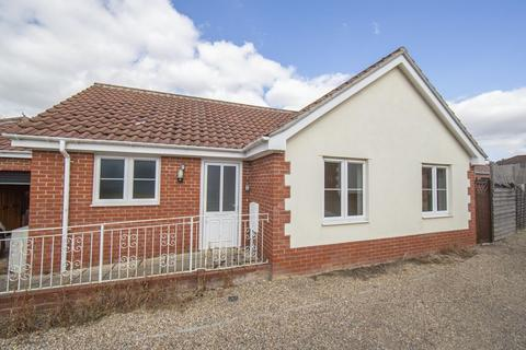 2 bedroom detached bungalow for sale - Ashley Close, Tostock
