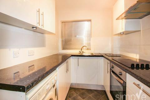 2 bedroom flat to rent - Suffolk Close, Slough,