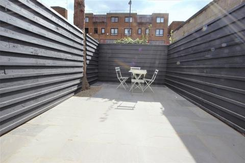 Studio to rent - Russell Avenue, Wood Green N22
