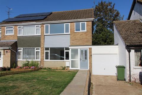 3 bedroom semi-detached house for sale - Milford Avenue, Stony Stratford, Milton Keynes