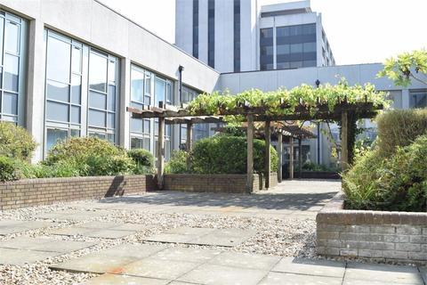 Studio to rent - Central House, 3 Lampton Road, Hounslow, TW3