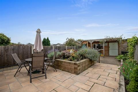 3 bedroom semi-detached house for sale - Essella Road, Ashford