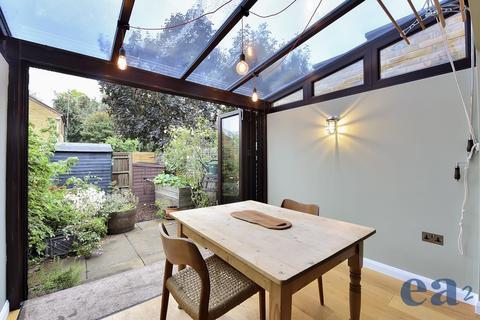 2 bedroom terraced house for sale - Underwood Road, London
