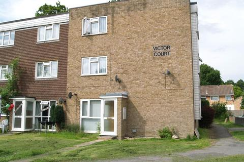 2 bedroom flat to rent - Victor Court, Pound Hill