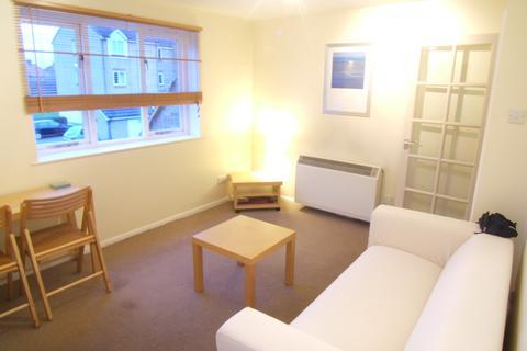 Studio to rent - Redford Close, Feltham, TW13 4TL