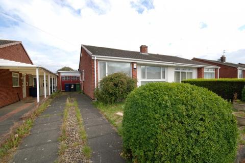 2 bedroom bungalow for sale - Hollinside Close, Whickham