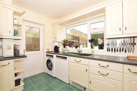 3 bedroom detached house for sale - Quested Way, Harrietsham, Maidstone, Kent