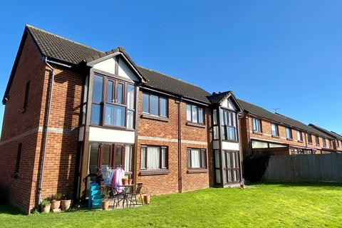 1 bedroom apartment to rent - Farriers Close, Epsom, KT17 1LS