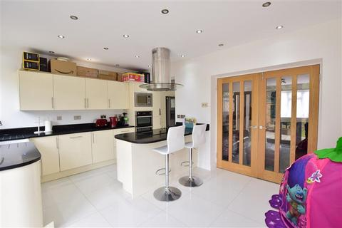 2 bedroom end of terrace house for sale - Marbles Way, Tadworth, Surrey