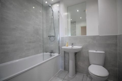 2 bedroom flat to rent - Leyland Court, Angel Way, Romford, RM1