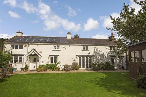 4 bedroom detached house for sale - London Road, Trelawnyd