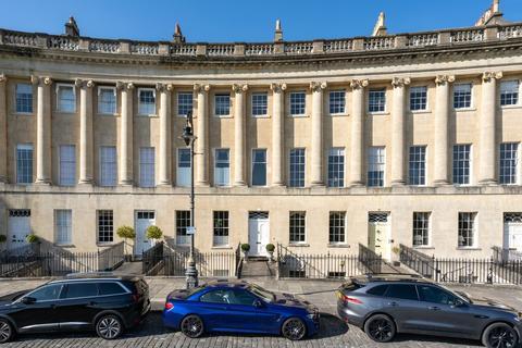 Studio to rent - Royal Crescent, Bath