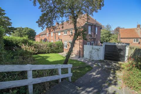 2 bedroom end of terrace house for sale - Fenham Hall Drive, Newcastle Upon Tyne