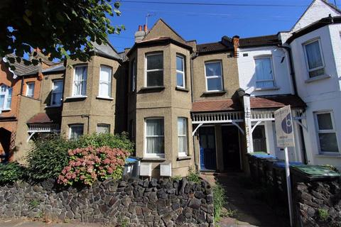 3 bedroom flat for sale - Avondale Road, Palmers Green, London