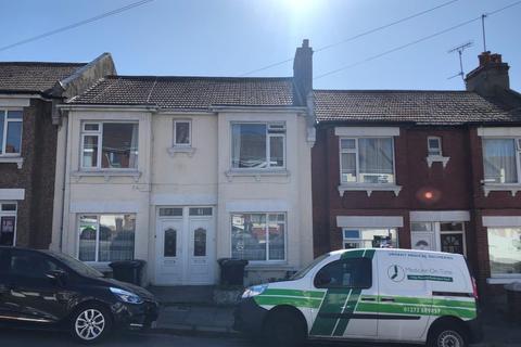 3 bedroom flat to rent - Milner Road