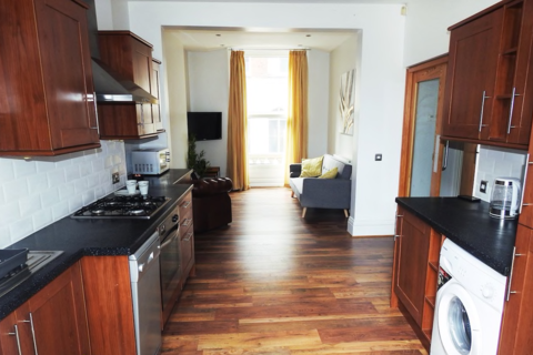 2 bedroom apartment to rent - Silver Street, HU1
