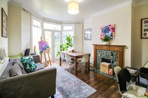 3 bedroom semi-detached house to rent - Beechdale, London