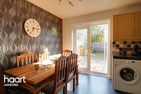 3 bedroom semi-detached house for sale - Wood Lane, Ashford