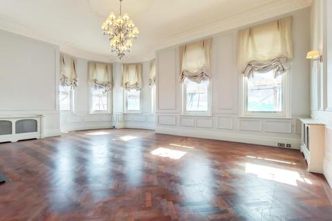4 bedroom flat to rent - Albert Court, Kensington SW7
