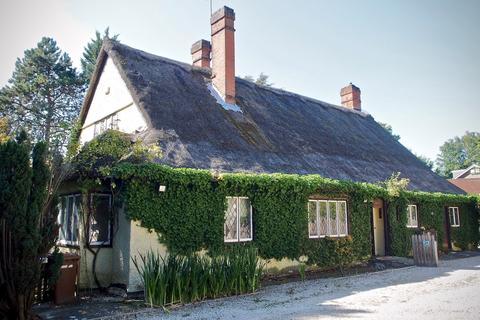 5 bedroom cottage for sale - 24 Uxbridge Road
