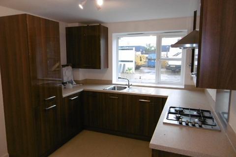 4 bedroom semi-detached house to rent - Summer Crescent, Beeston, NG9 2GX