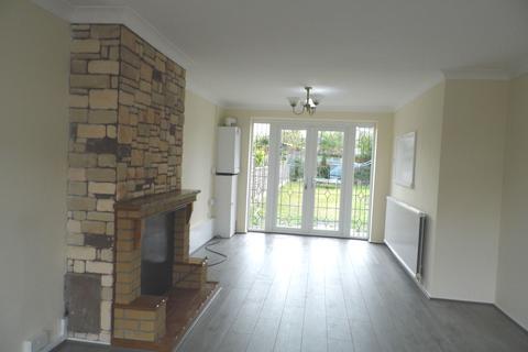 3 bedroom semi-detached house to rent - Stephen Avenue, Rainham RM13
