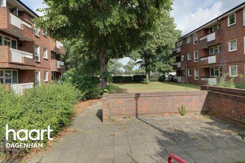 1 bedroom flat for sale - Hunsdon Close, Dagenham
