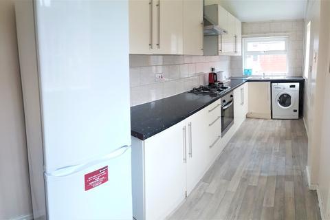 3 bedroom semi-detached house to rent - Kinburn Avenue, East Disdbury