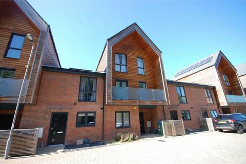 3 bedroom townhouse for sale - Brooks Mews, Aylesbury, Buckinghamshire