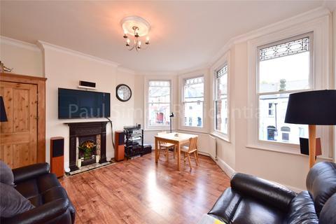 3 bedroom apartment for sale - Allison Road, London, N8