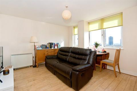 2 bedroom apartment to rent - Commercial Road, E1