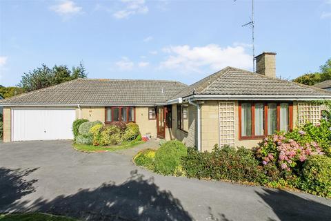 3 bedroom detached bungalow for sale - Charlton Close, Charlton Kings, Cheltenham