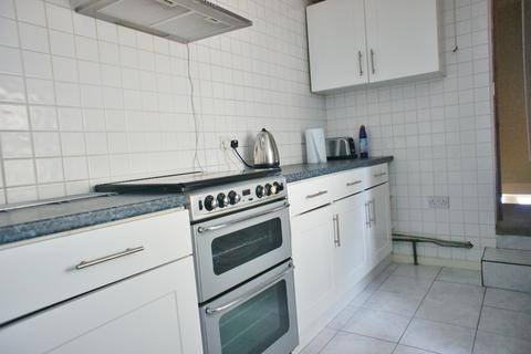 3 bedroom flat to rent - Edgell Road, Staines, TW18 2EP