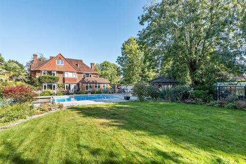 6 bedroom detached house for sale - Gables Way, Banstead