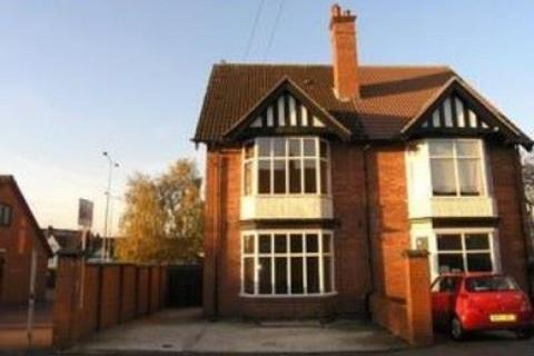 1 bedroom semi-detached house to rent - Close to Station- large double bedroom available