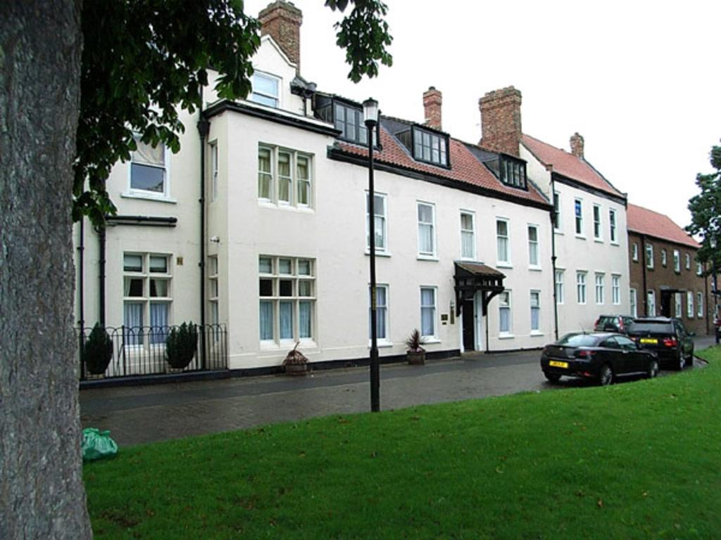3 Bedrooms Apartment Flat for sale in Norton Hall, Norton, Stockton On Tees TS20